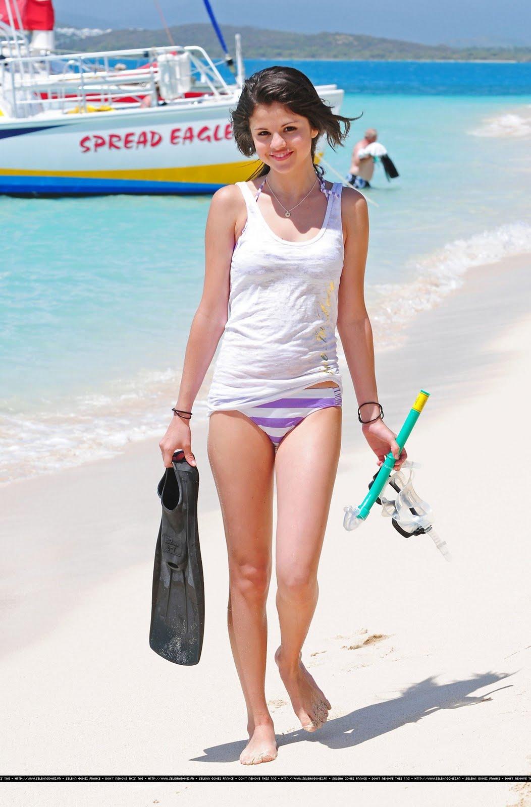Download Selena Gomez HD Wallpaper