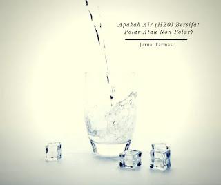 Air adalah molekul polar karena oksigennya sangat elektronegatif dan, dengan demikian, menarik pasangan elektron ke dirinya sendiri (jauh dari dua atom hidrogen), sehingga memperoleh muatan yang sedikit negatif. ... Demikian juga, jika suatu molekul tidak memiliki daerah positif dan negatif