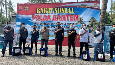 1.000 Paket Sembako di Bagikan Polda Banten Kepada Kelompok Pelaku Pariwisata di Pantai Lagundi