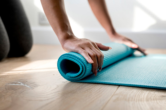 5 Jenis Bahan Matras yang Baik untuk Latihan Yoga