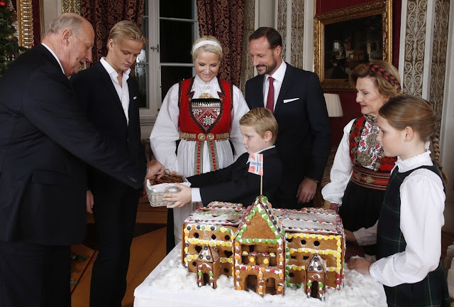 The Norwegian royal family's annual Christmas photoshoot was held this evening at the Royal Palace in Oslo