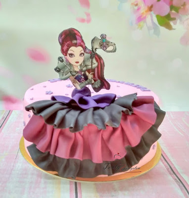 tort z lalka i falbanka