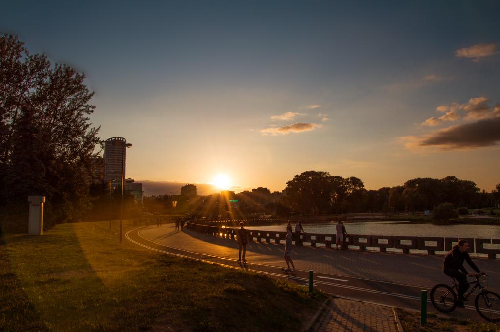 Закат на набережной Минска фото