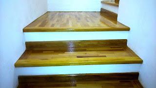 revestimento de escada com madeira