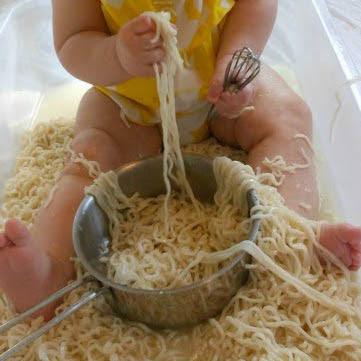 Actividades Sensoriales, experimentar con espaguetis