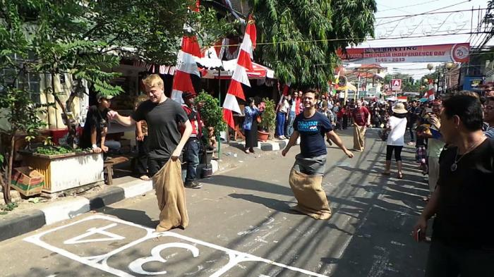 indonesian strong from home meriahnya acara hut