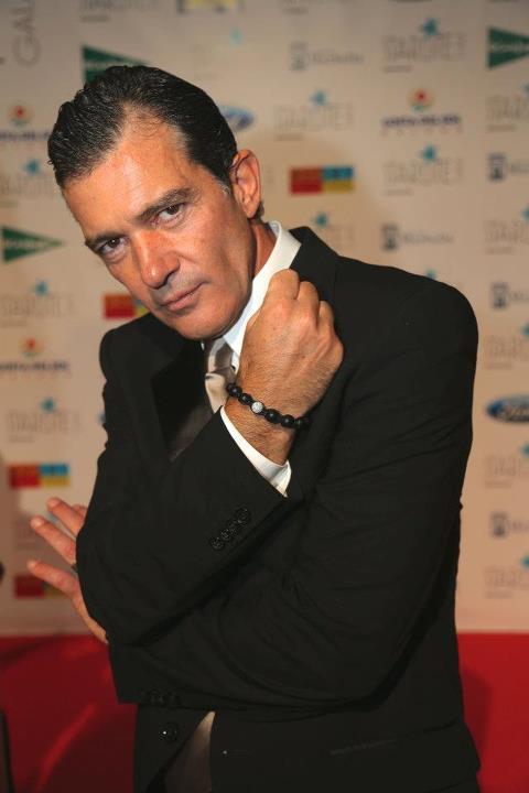ANTONIO BANDERAS ELIJE LAS PIEZAS DE TRESOR PARIS PARA MOSTRAR SU IMAGEN MÁS MODERNA Y ACTUAL