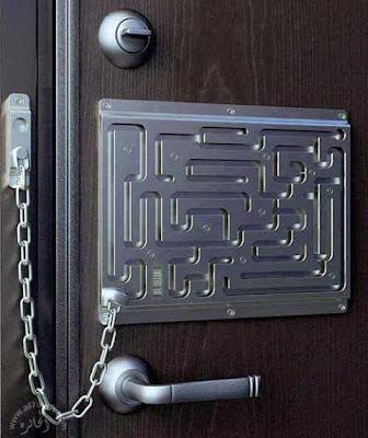 Cerradura con un desbloqueo complicado en forma de laberinto