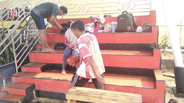Kolam Renang HS Agung petugas kolam renang