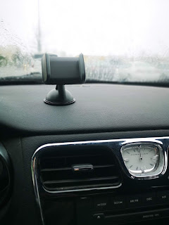 Auto XS Universal Car Mount attached to the dashboard of my car, where it would stay for two weeks before failing
