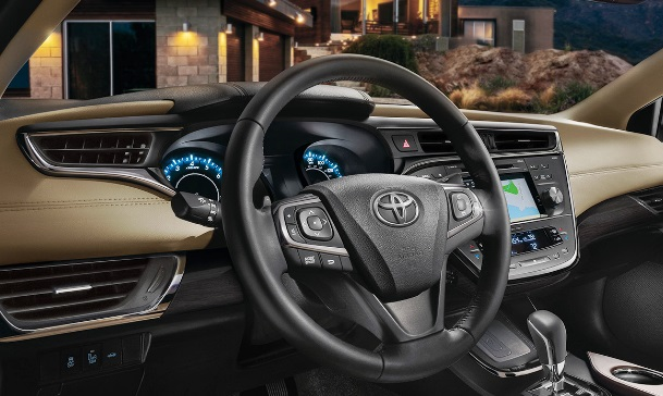 2017 Toyota Avalon Hybrid Sedan Review