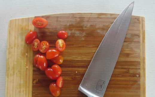 cortar tomate cherry