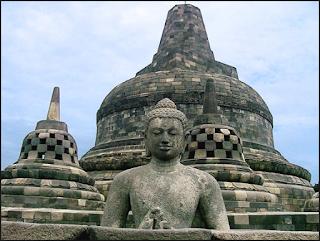http://www.kabarviralpedia.com/2016/11/7-orang-yang-paling-misterius-yang-pernah-ada-di-indonesia.html