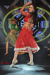 Bollywood Actress Model Sunny Leone Dance Performance in Red Half Saree at Rogue Audio Launch 13 March 2017  0157.jpg