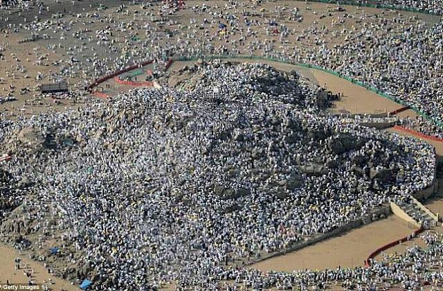 Foto-Foto saat  Dua Juta Muslim Dari Seluruh Dunia Berkumpul di Gunung Arafah