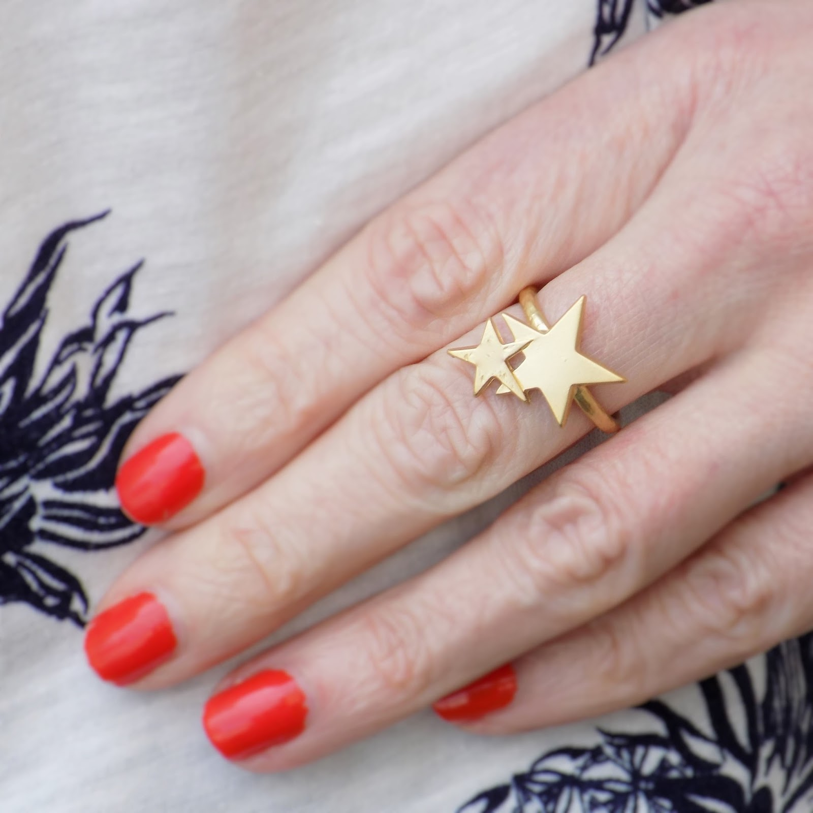 Danon matt gold stars ring