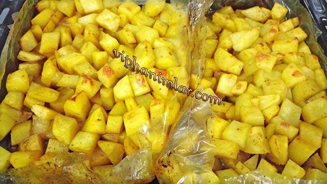 Fırın Poşetinde Baharatlı Patates Nasıl Yapılır - www.viphanimlar.com