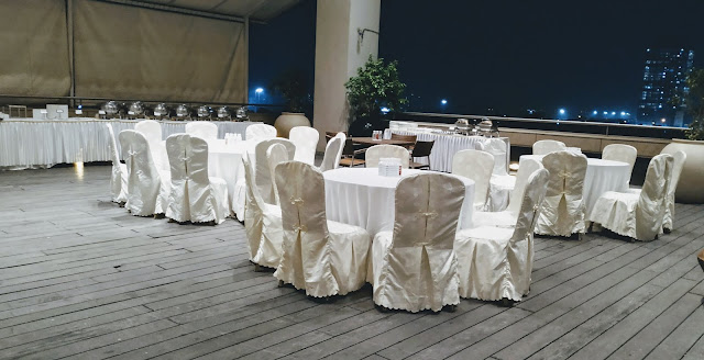 Poolside wedding banquet at country inn & suites by Radisson Navi Mumbai