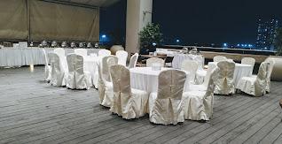 Poolside wedding banquet at country inn & suites by Radisson Navi Mumbai