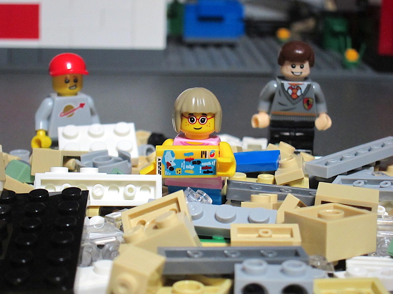 It's Not Lego!: Decool 1104 Mini Town Hall Building Block Set