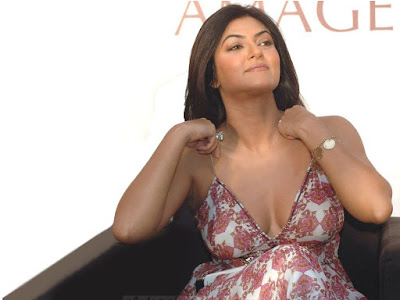 Sushmita Sen hot Boobs
