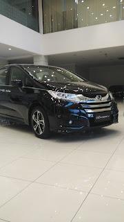 Honda All New Odyssey, Terpajang Di Dealer Mobil Honda Jakarta