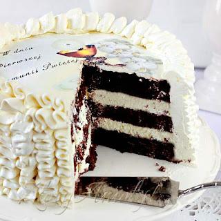 Jak udekorować tort komunijny? Praktyczne opłatki na tort