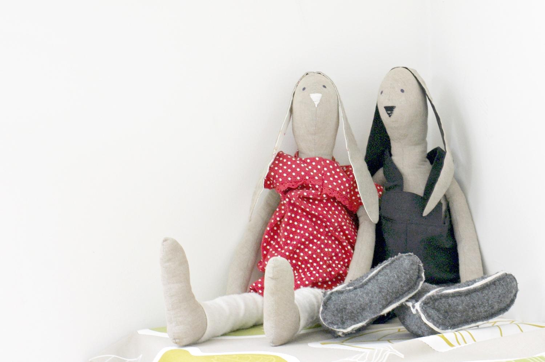 Pokój dziewczynki w stylu skandynawskim, biały pokój dziecięcy, jak urzadzić pokój dla dziecka szkolnego. Pozwól dziecku decydowac o tym, jak ma wyglądać jego pokój