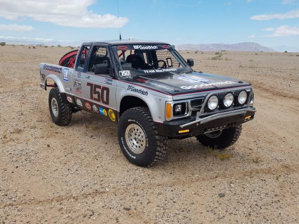 Chevy S10 Vintage 4x4 Race Truck