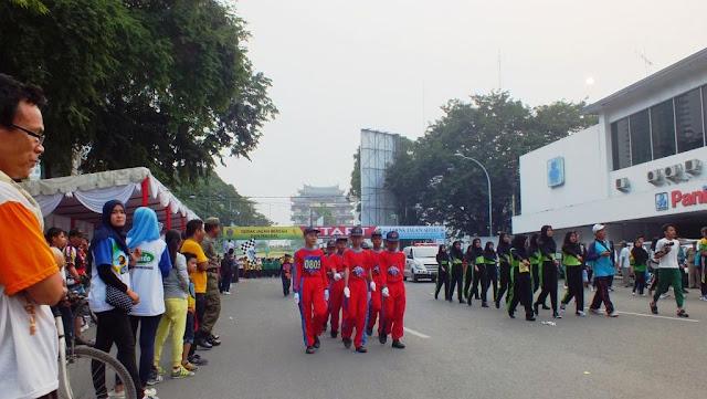 Peserta gerak jalan dari SMPN 6 Medan