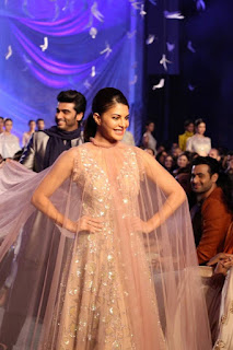 Actress Jacqueline Fernandez Stills At Lakme Fashion Week Summer Resort 2016 0002