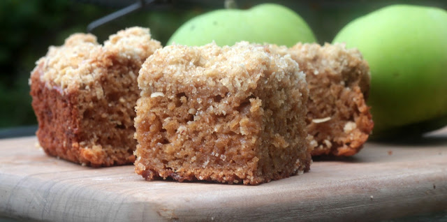 close up apple crumble cake
