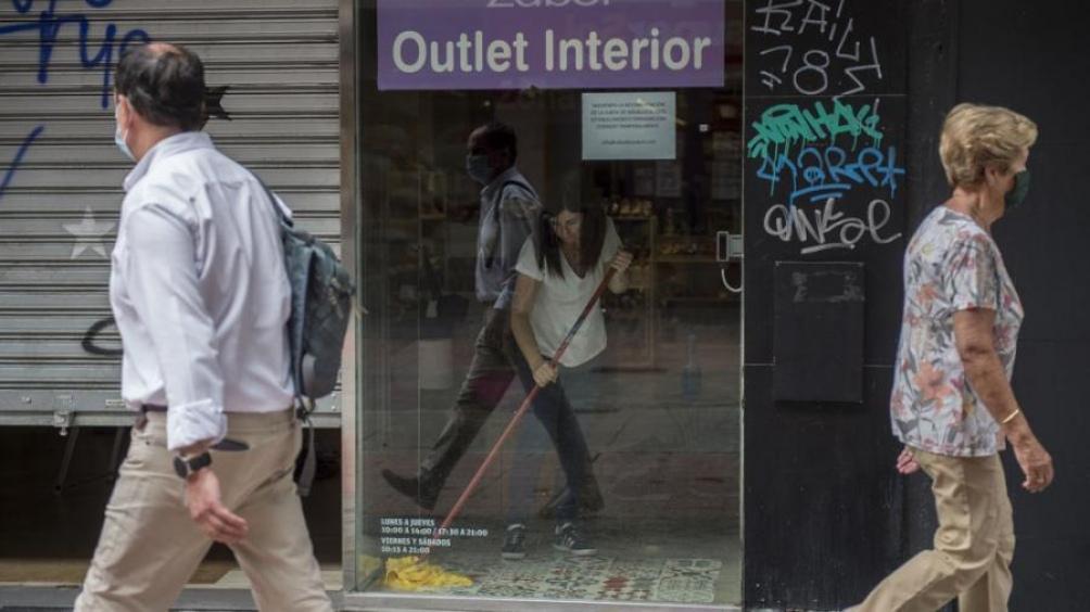 España reporta menos infecciones y muertes pero pide prudencia