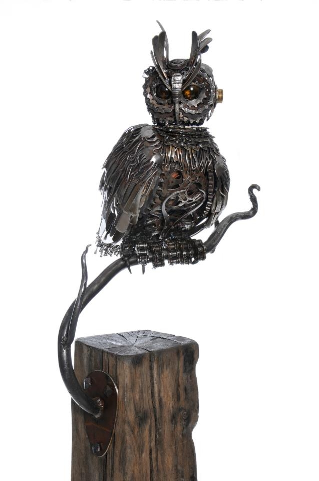 01-Eagle-Owl-Alan-Williams-Animals-Sculptured-with-Recycled-and-Upcycled-Metal-www-designstack-co