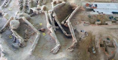 O ομαδικός τάφος με τους δεσμώτες στο Φάληρο - Ιάπωνας αναβιώνει όσα έγιναν εκεί στην αρχαιότητα