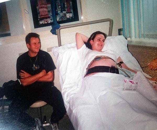Mein Mann und ich im Kreissaal 1997 in freudiger Erwartung unserer ersten Tochter.