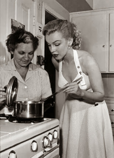 Marilyn Monroe stuffing recipe photo Marilyn in the kitchen