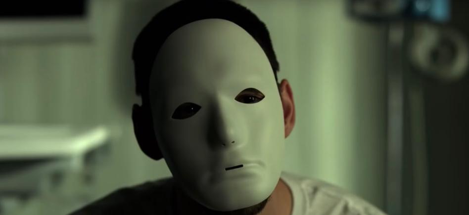 Billy Russo fehér maszkban