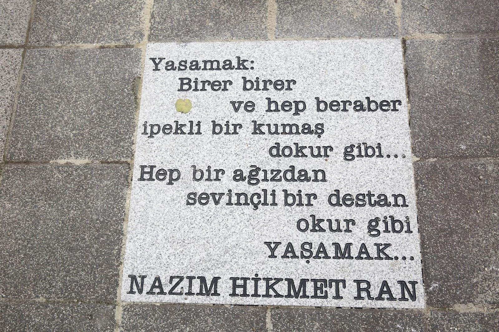 Nazım Hikmet'in dizeleri sokaklara yazıldı