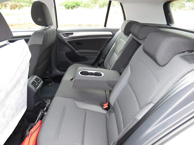 VW Golf TSI Comfortline 2017 Flex - espaço traseiro