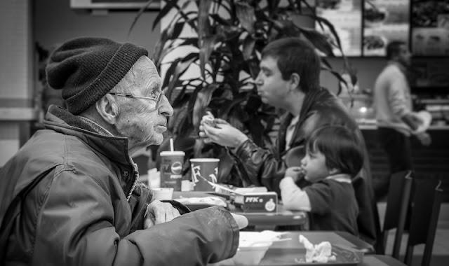 nongkrong bersama orang tua bikin mereka panjang umur