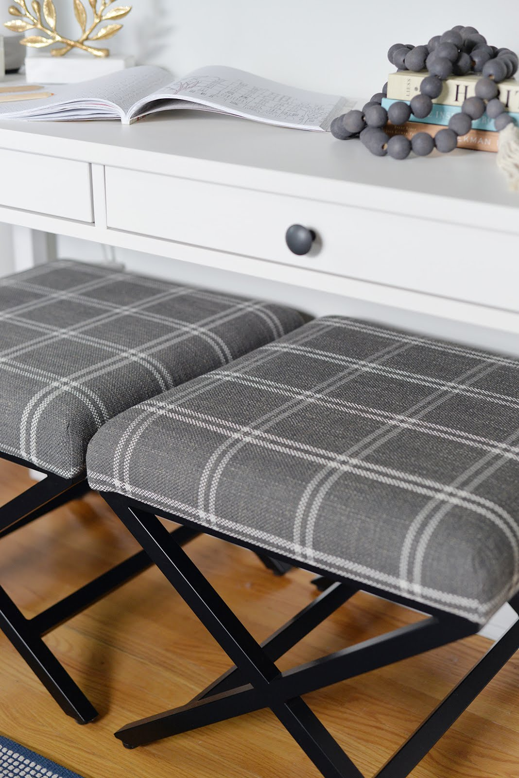 small guest bedroom ideas, cozy guest bedroom, farmhouse guest bedroom, guest bedroom decor, bedroom renovation, homepop plaid ottoman