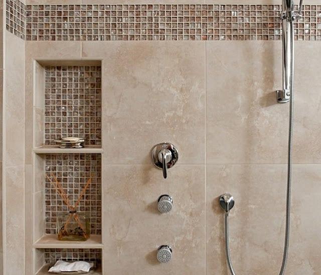 tempat sabun dan sampo keramik di kamar mandi