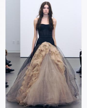 232d42293 Si te gusta los vestidos diferentes.Busca su colleccion fall 2012....mucha  inspiracion en el cine de Tim Barton