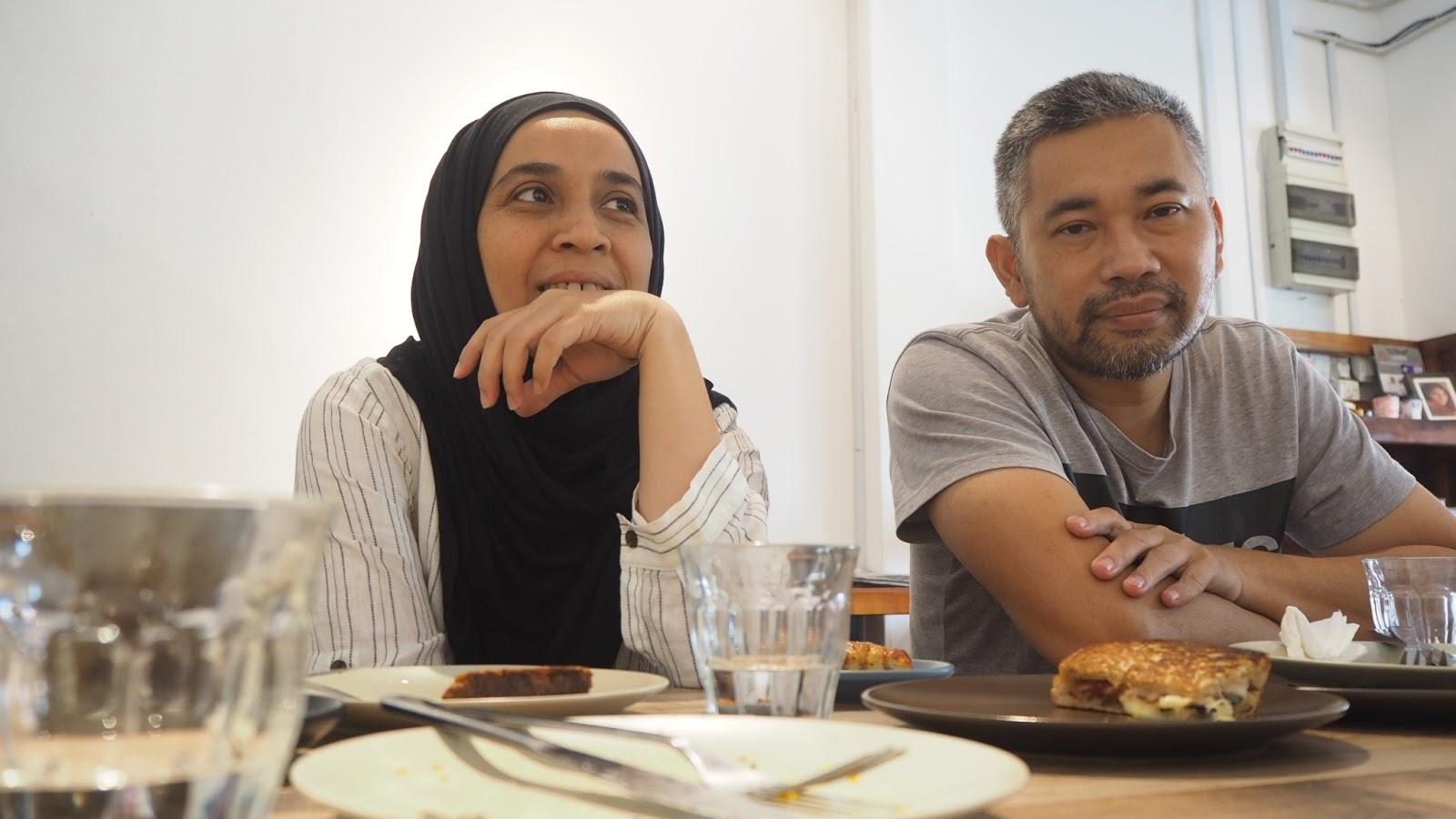 Min Mohd dan suami, Azlan