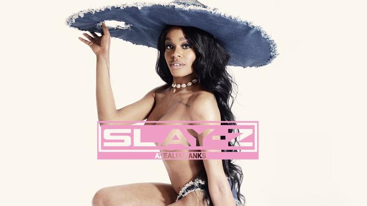 """Com direito à música descartada pela Rihanna, """"Slay Z"""" é o que ninguém esperava da Azealia, mas que só ela podia fazer."""