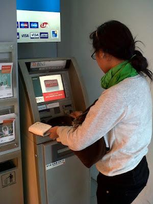 Bingung Cara Mengetahui Saldo di ATM Kamu? Simak Caranya Berikut Ini