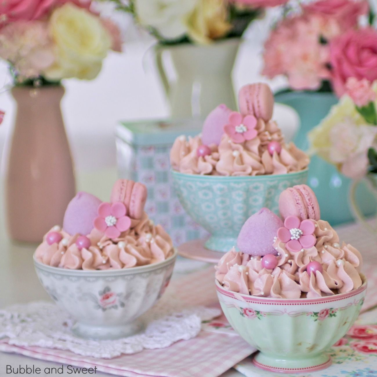Bubble And Sweet Baking Pretty Cupcakes In Greengate Bowls