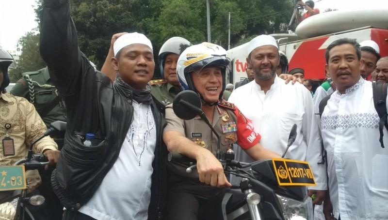 Kapolda Metro Jaya, Irjen M. Iriawan dengan massa pendemo