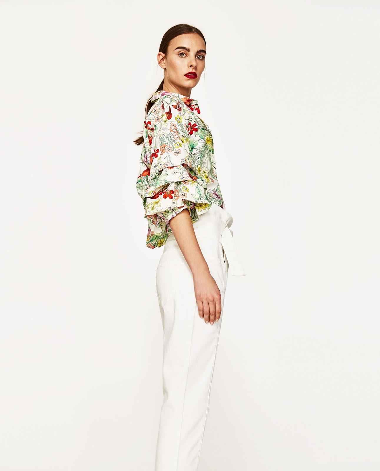 ZARA koszula z kwiatowym nadrukiem falbany, trendy modowe 2017, co kupić na wyprzedaży
